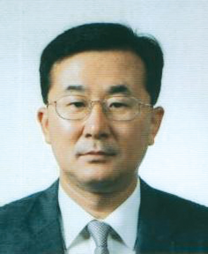 Photo of Gil Joon Suh